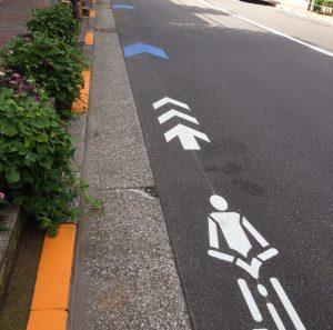 車道の自転車